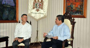 Cónsul de Canadá visita U de Colima