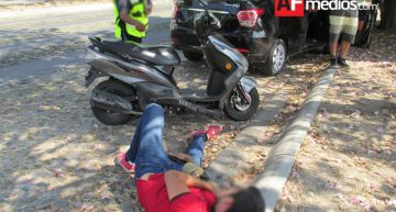 Motociclista impactado por auto compacto en Ignacio Sandoval