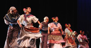 Deleitó Ballet Folclórico Infantil de la UdeC en el Teatro Universitario