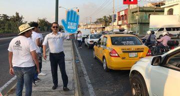 Coparmex y jóvenes reparten más de 3 mil calcas en jornada anti corrupción