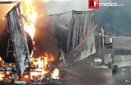 Carretera Guadalajara – Tepic cerrada tras incendio de tráiler