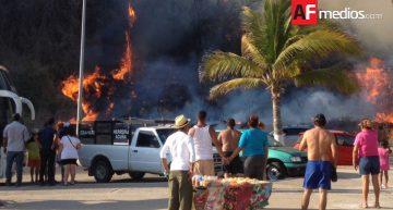 Arde maleza en predio abandonado frente a playa Miramar