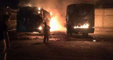PC y bomberos Colima combaten tres incendios durante la madrugada de este viernes