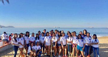 Limpian playas jóvenes de los bachilleratos 10 y 23, por el Día Internacional del Agua