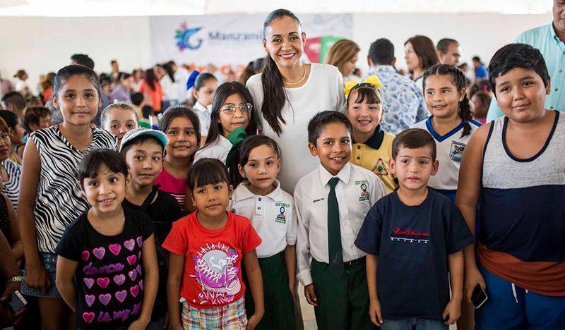 Las becas que entrega Gaby Benavides ayudan a cumplir los sueños de los jóvenes: Galván