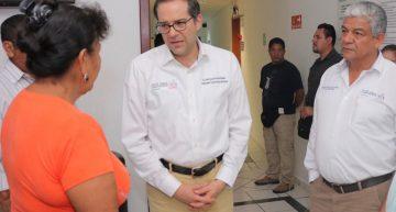 Gobernador visita a familiares de mujer policía herida