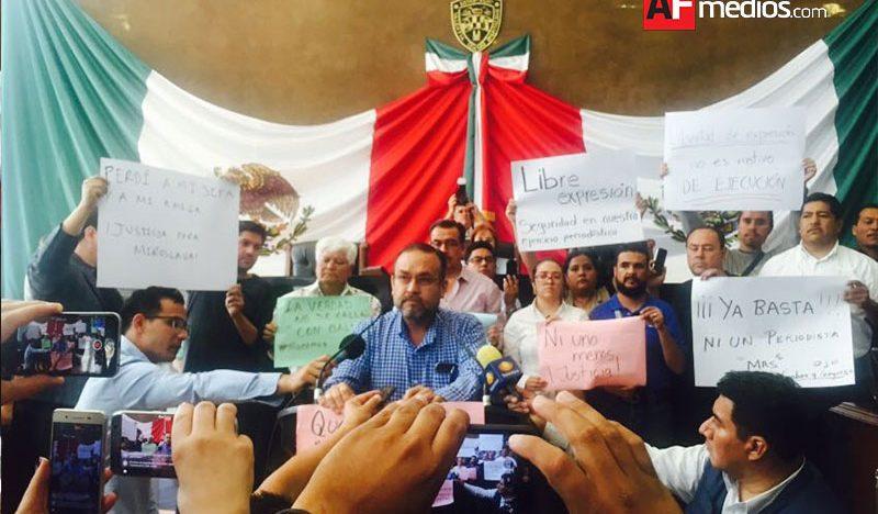 Periodistas toman tribuna en Chihuahua