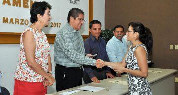 Profesores, activos valiosos y permanentes de la UdeC: Rector