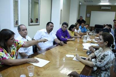 Foto: AFMedios/Integrantes de la FSTSE se reunieron este día con diputados locales.