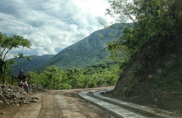 Modernización de camino a Las Guasimas.