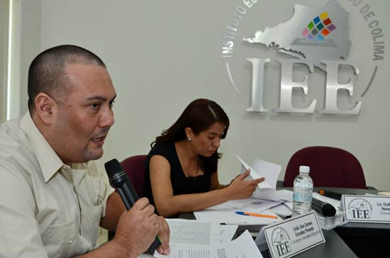 Foto: AFMedios/El consejero Edgar Badillo leyó el dictamen.