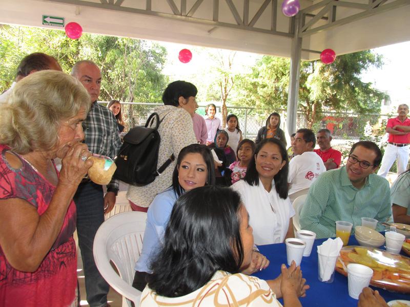 Gobernador inaugura comedor comunitario en la villa for Proyecto de comedor comunitario