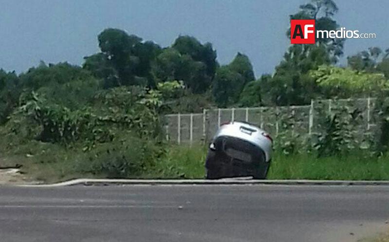 Camioneta cae a canal de desagüe en Manzanillo - AFmedios .- Agencia ...